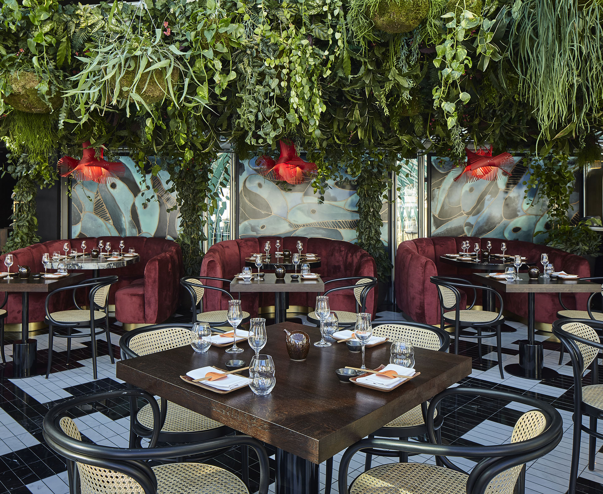 Cascading plants envelop the customer in the lush green atmosphere. Tall climbers are trained up and across the restaurant framework, merging into the 'Living Ceiling'.